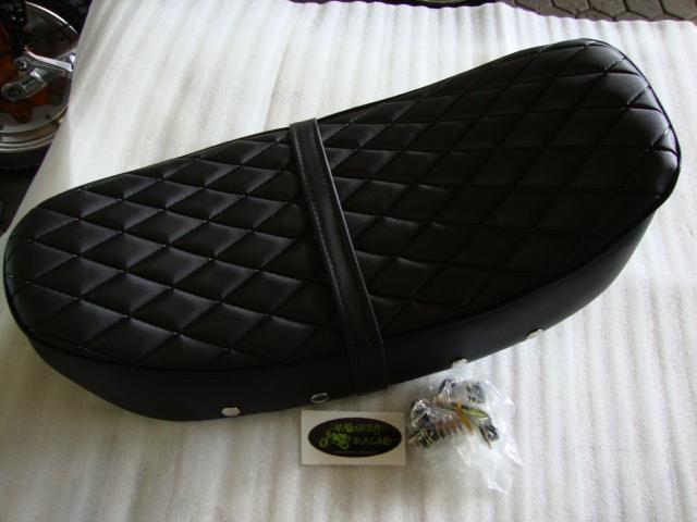 Dax Sitzbank 12V 2,4l Rahmen schwarz mit Raute Muster schwarzer Keder  49,50 EUR
